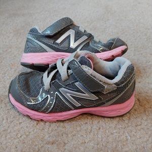 Girls 9.5 new balance tennis shoes